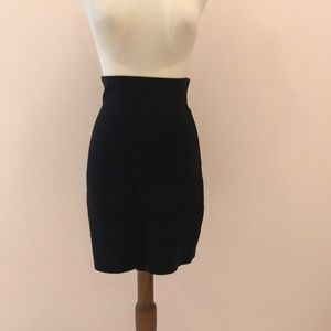 BCBGMaxazria Body con Skirt
